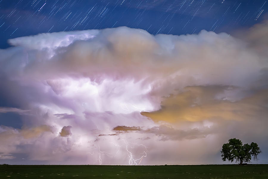 Dancing Thunderstorm Cell On The Horizon Photograph