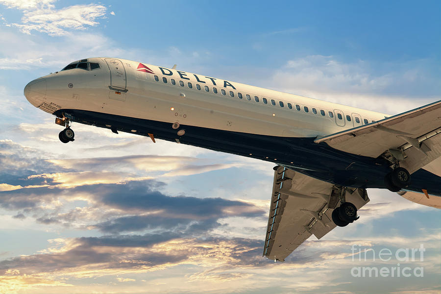 Delta 9522 On Final Approach Into Charleston Sc Photograph