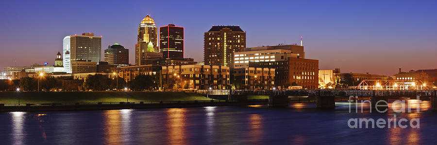 Beautiful Photograph - Des Moines Skyline by Jeremy Woodhouse