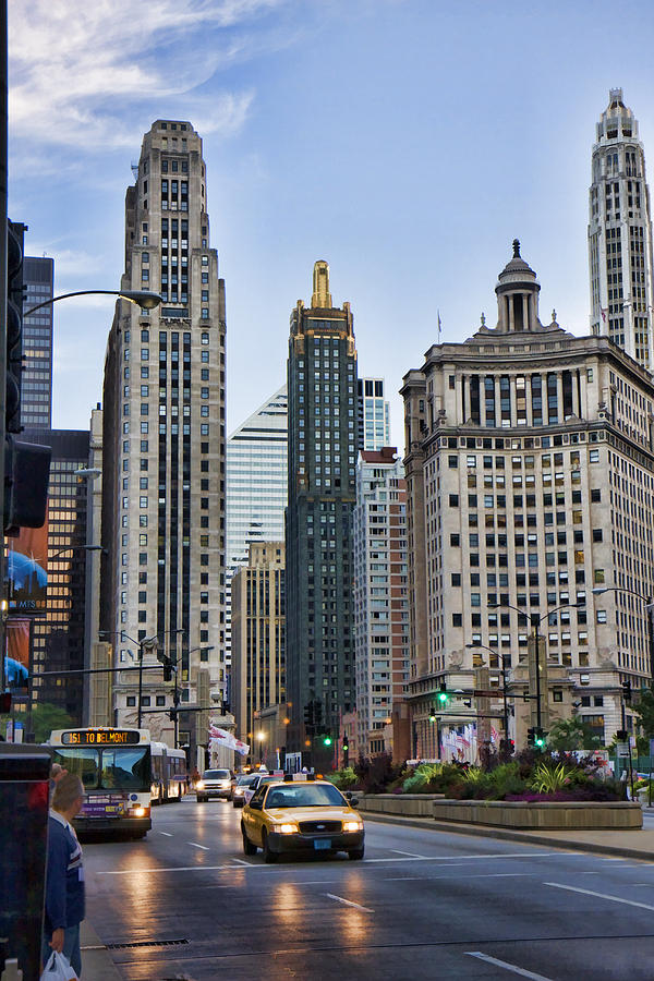 Downtown Chicago Digital Art - Downtown Chicago Traffic by Paul Bartoszek