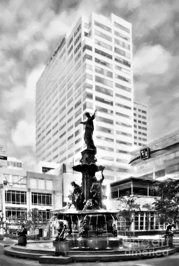 Downtown cincinnati at fountain square black and white for Craft shows in cincinnati
