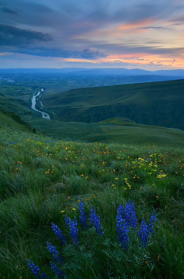 Yakima River Photograph - Dusk Over The Yakima Valley by Mike  Dawson