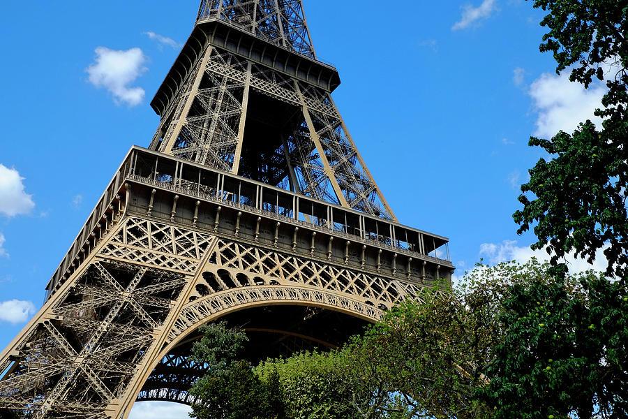 Eiffel Robust Photograph