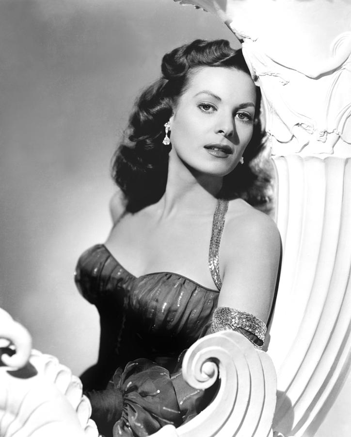 1950s Portraits Photograph - Flame Of Araby, Maureen Ohara, 1951 by Everett