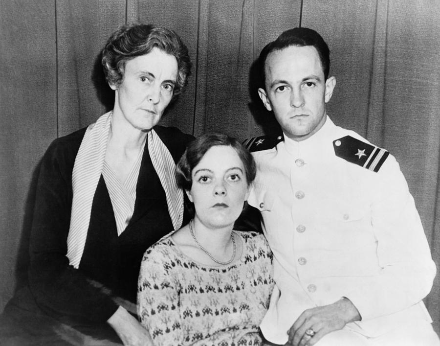 History Photograph - Hawaii Honor Killing Principles, Mrs by Everett