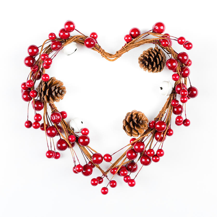 Heart shaped christmas decoration with pine cones for Heart shaped decorations home