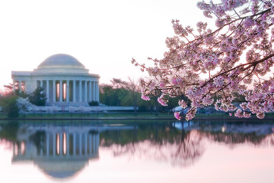Thomas Jefferson Photograph - Jefferson At Sunrise by Don Lovett