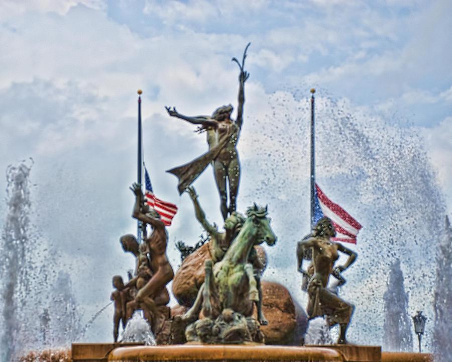 Las Raices Fountain Photograph - Las Raices Fountain by Frank Feliciano