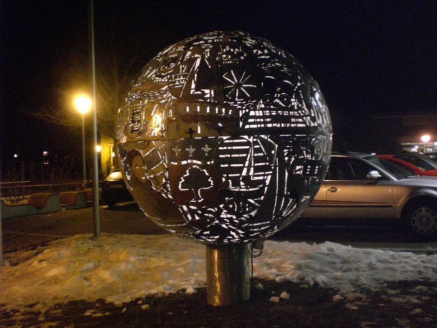 Art Sculpture - Light Skulpture by Mo Siakkou-Flodin