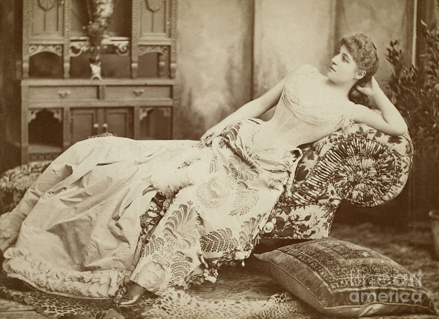1885 Photograph - Lillie Langtry (1852-1929) by Granger