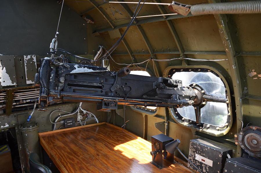 b 17 machine guns