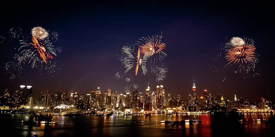 4th Of July Photograph - Macys Fireworks Iv by David Hahn