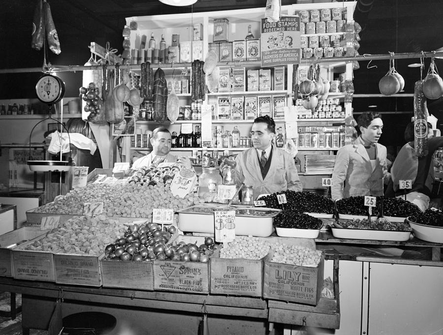 1940s Photograph - New York - Italian Grocer In The First by Everett