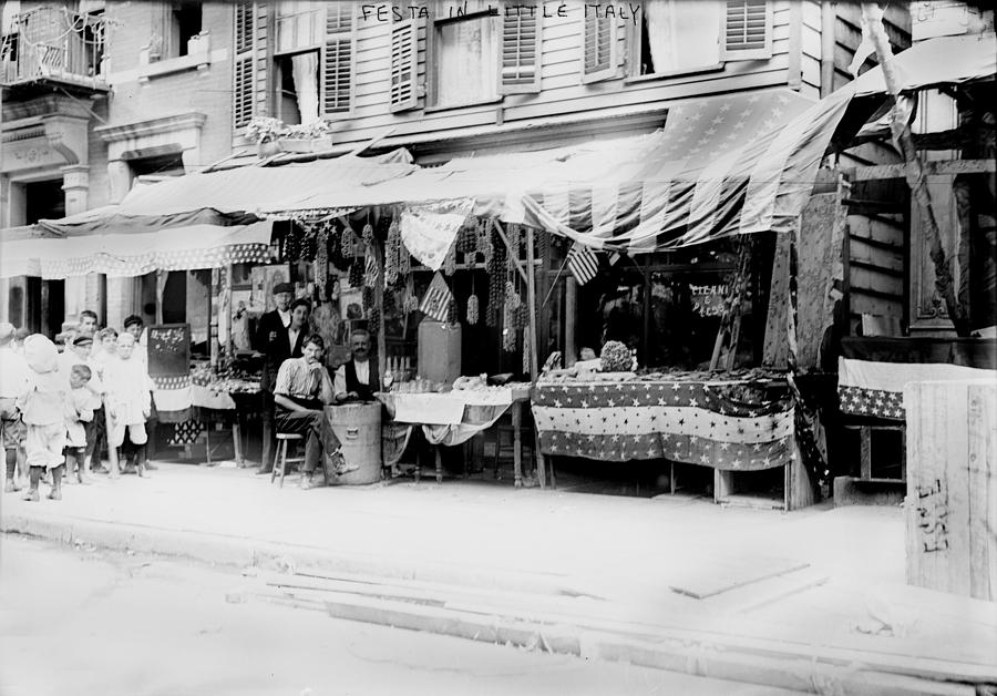 1900s Photograph - New York City, Italian Wares On Display by Everett
