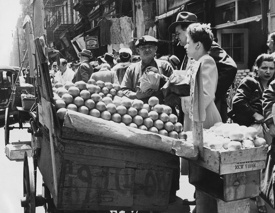 1940's Photograph - Ny Push Cart Vendors by Underwood Archives