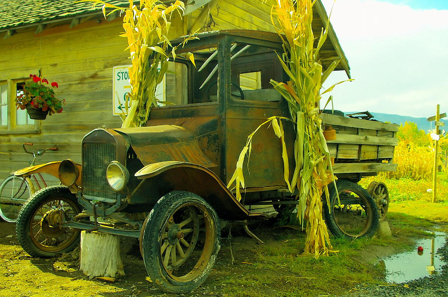 Antigues Photograph - Old Model T  by Jeff Swan