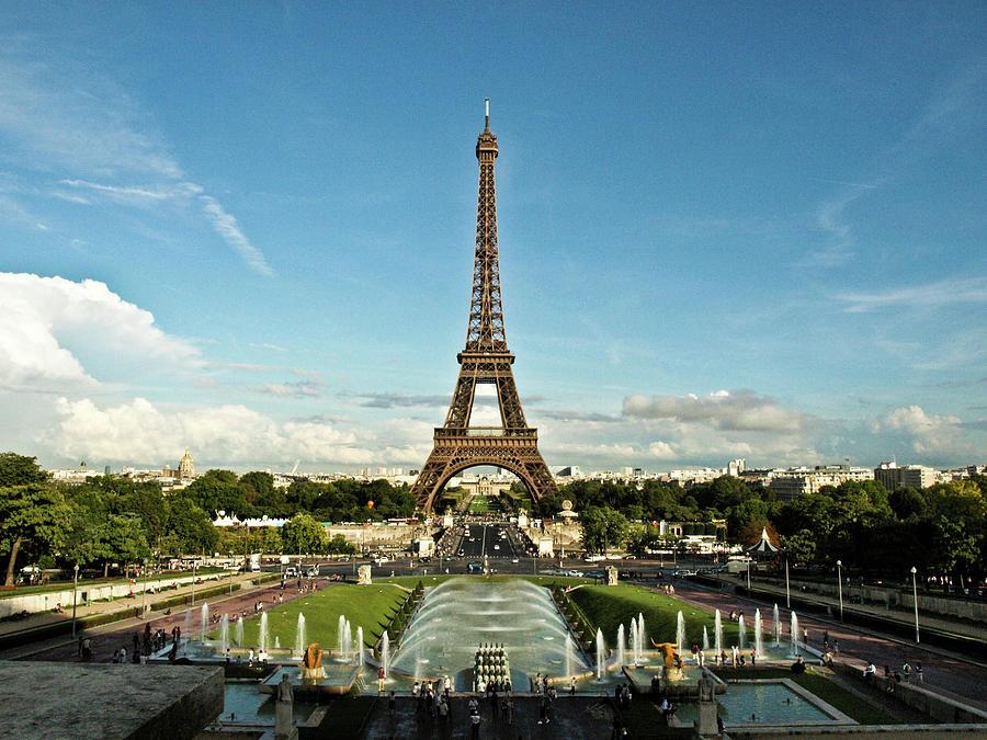 Horizontal Photograph - Paris by Dian Qi