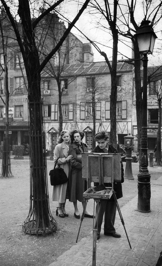 Adult Photograph - Place Du Tertre by Kurt Hutton