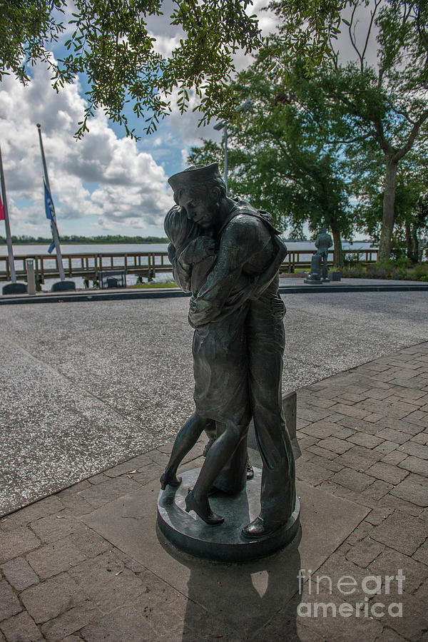Sailor Welcome Home Statue In North Charleston Photograph