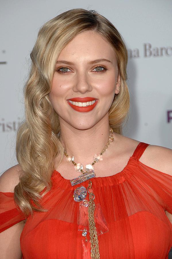 The Premiere Of Vicky Cristina Barcelona Photograph - Scarlett Johansson Wearing A Sonia by Everett