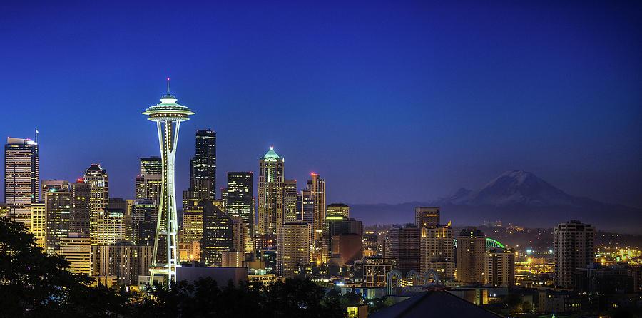 Horizontal Photograph - Seattle Skyline by Sebastian Schlueter (sibbiblue)