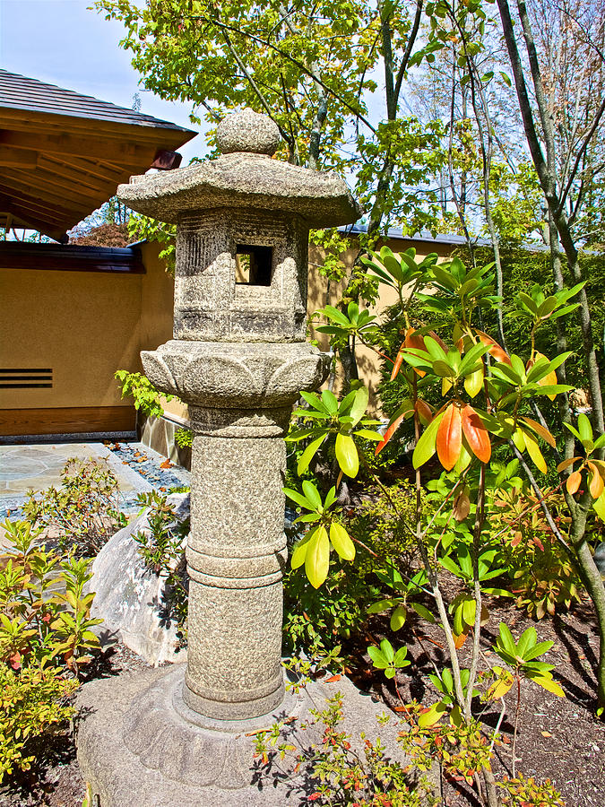 Shrine by entrance gate to japanese garden in meijer for Japanese garden entrance