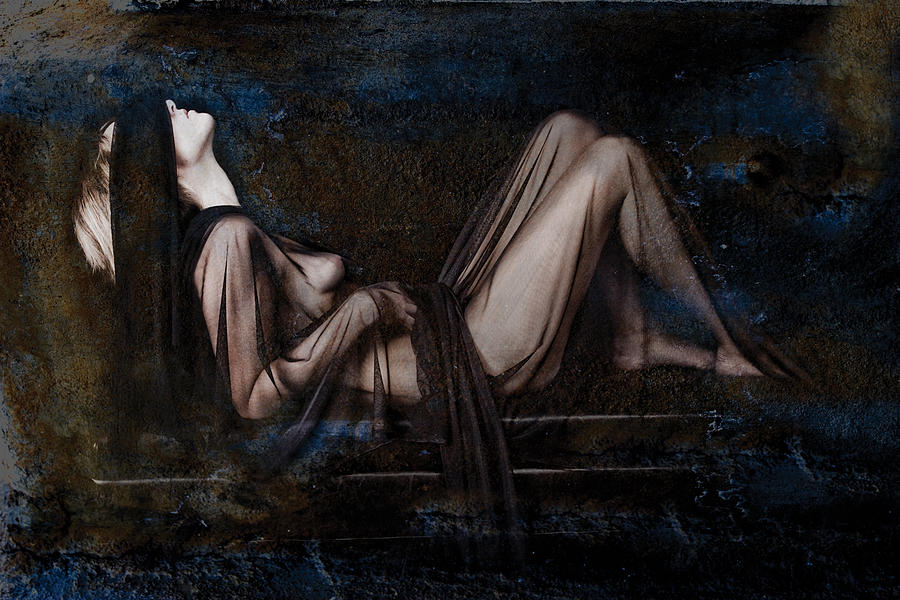 Female Nude Photograph - Silence by Andre Giovina