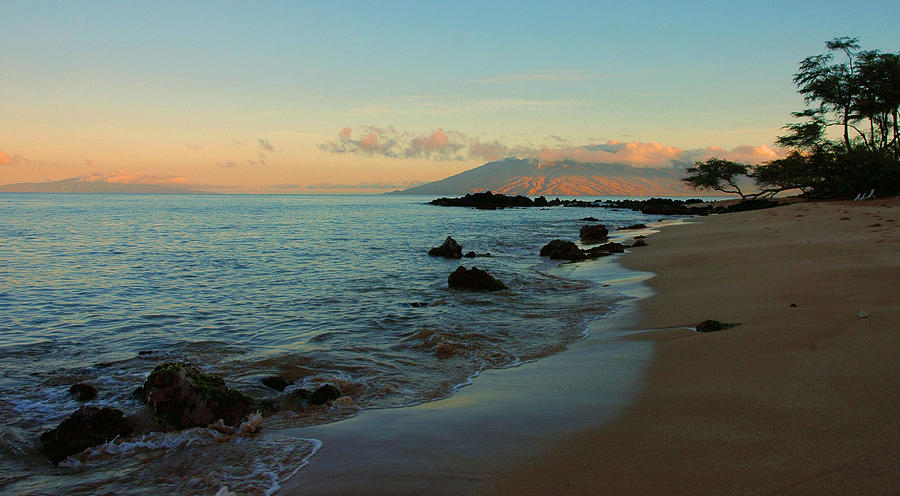 Hawaii Photograph - South Shore Dawn by Stephen  Vecchiotti
