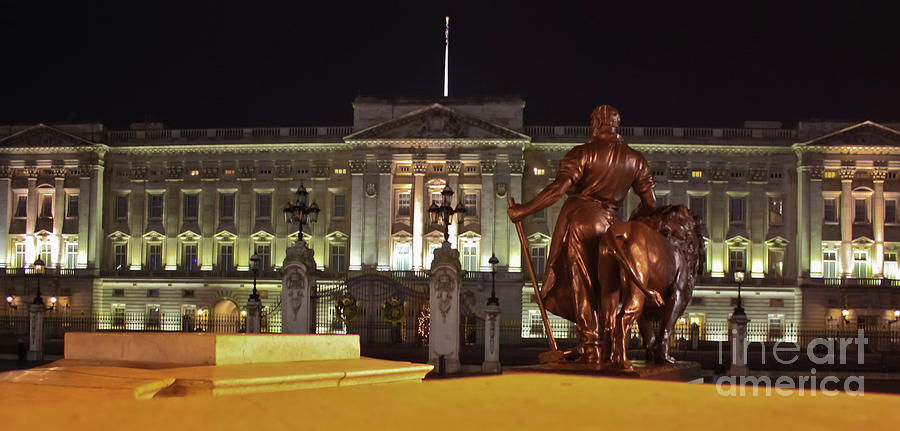 Buckingham Palace Photograph - Statues View Of Buckingham Palace by Terri Waters