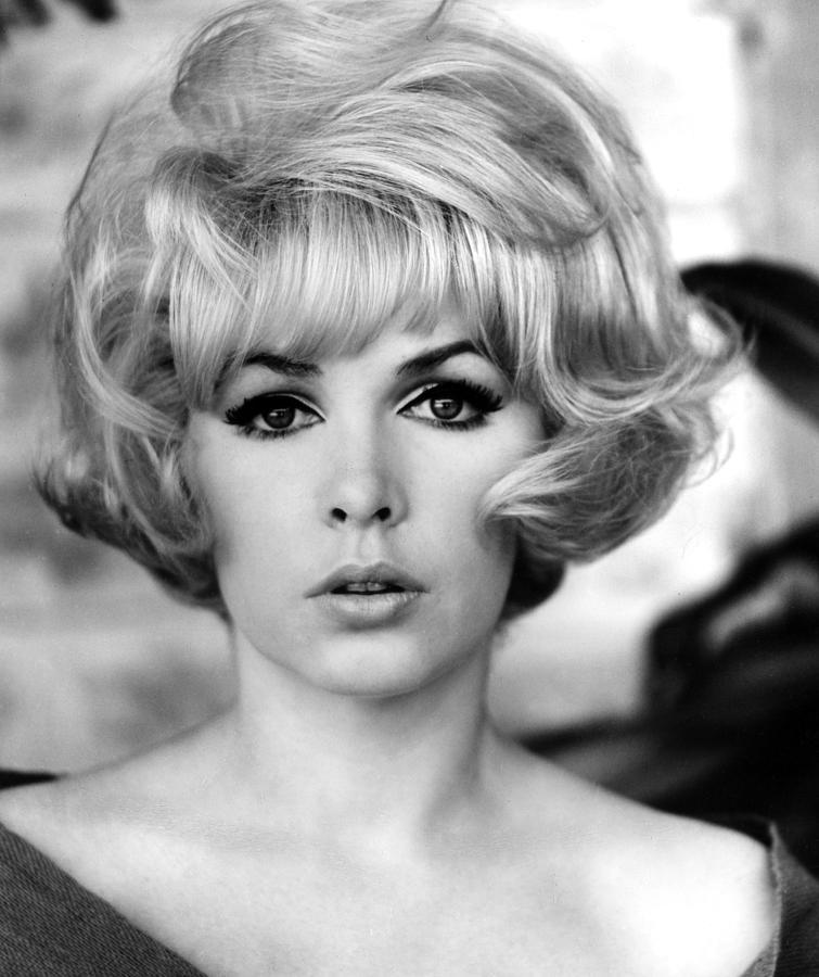 1960s Hairstyles Photograph - Stella Stevens, 1967 by Everett