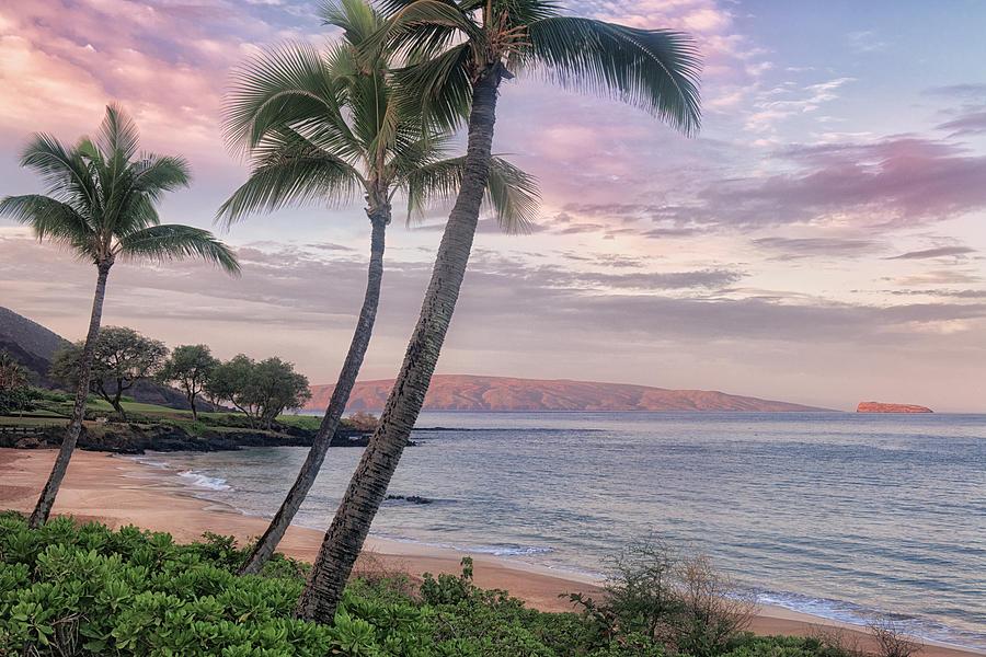 Sunrise At Makena Beach On Maui Photograph By Larry Geddis