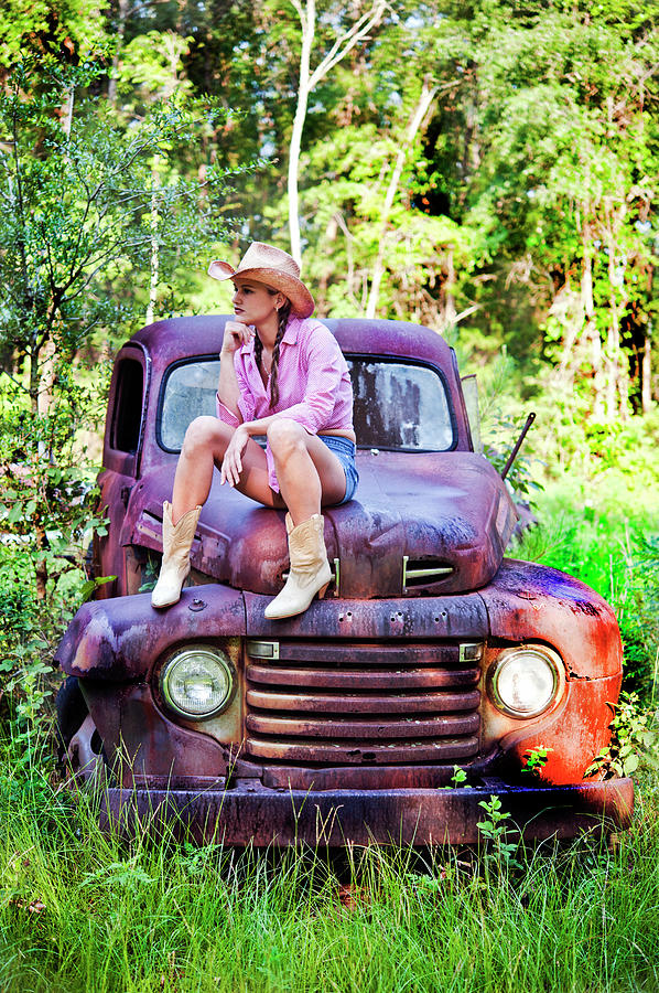 Crawfordville Old Trucks Photograph - Tarin Day Dreaming by Frank Feliciano