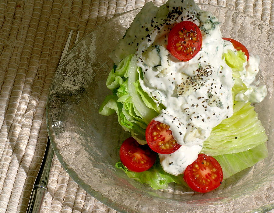 how to make iceberg wedge salad