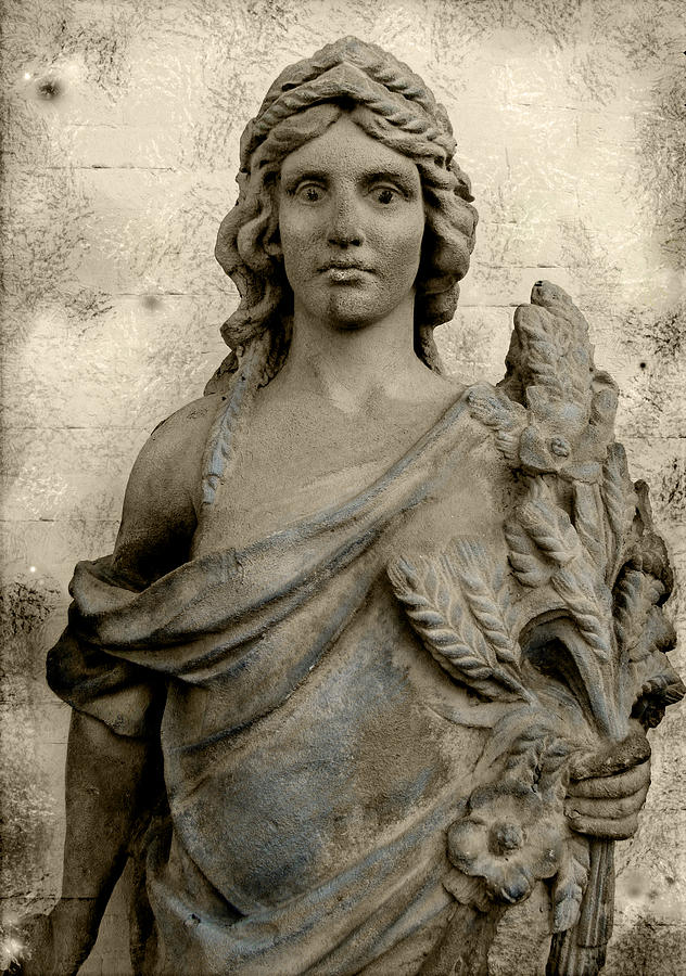 Sculpture Photograph - The Queen Of Congress Hall by Colleen Kammerer
