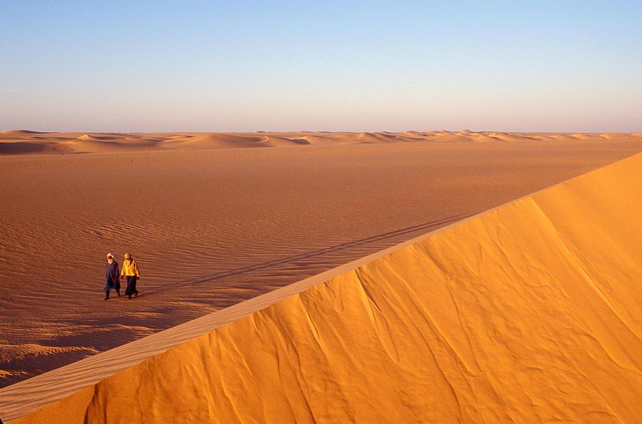 Tuaregs Catch Up To Their Camel Caravan Photograph