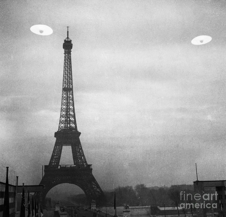 Ufo: Paris Photograph