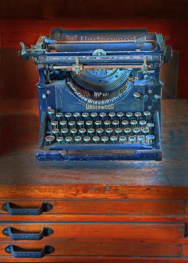 Underwood Typewriter Photograph - Underwood Typewriter by Dave Mills