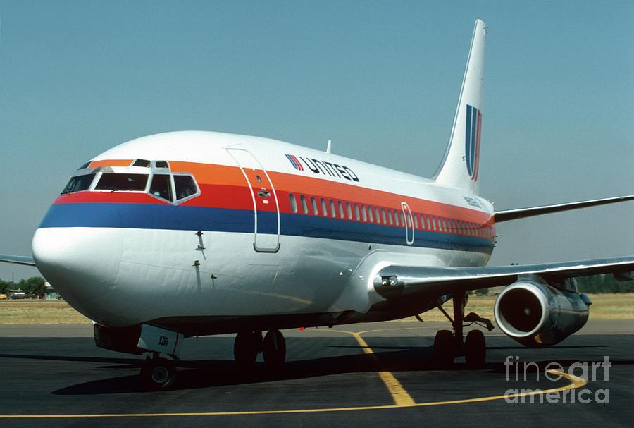 United 737 Photograph