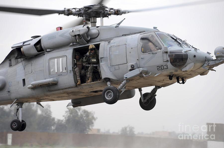 Muqdadiyah Photograph - U.s. Special Forces Conduct Assault by Stocktrek Images