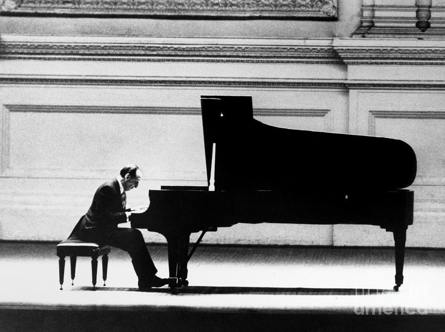 1966 Photograph - Vladimir Horowitz by Granger