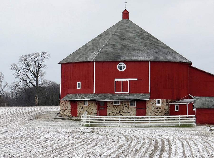 Wisconsin Round Barn And Snow Photograph By Linda Mcalpine