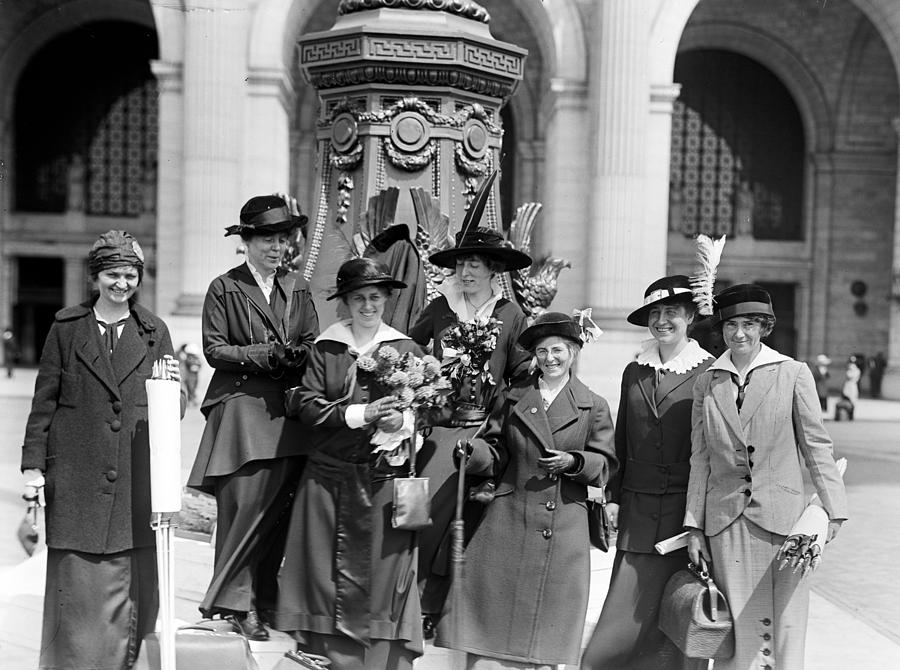 womans Suffrage  Photograph - Woman Suffrage - Political Campaign Rose Winslow - Lucy Burns - Doris Stevens - Ruth Astor Noyes Etc by International  Images