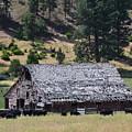 Old Barn by Linda Larson