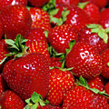 Strawberries by Carlos Caetano