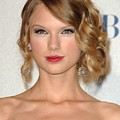 Taylor Swift In The Press Room by Everett