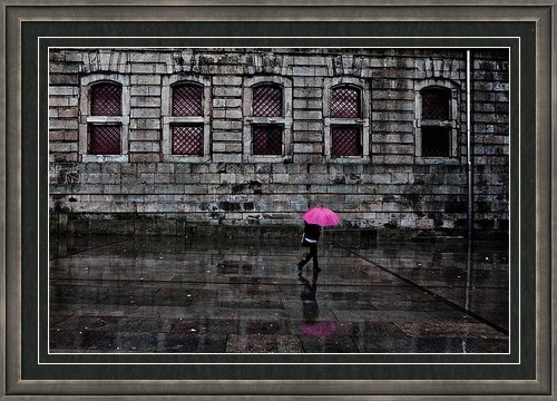 Jorge Maia - The pink umbrella Print