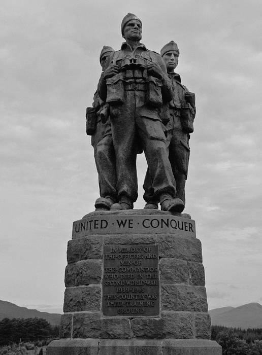 Darren P - The commando monument nea... Print