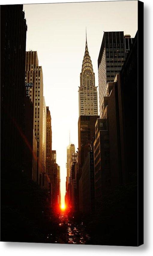 Vivienne Gucwa - Manhattanhenge Sunset and... Print