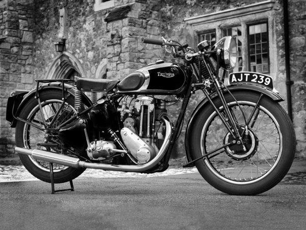 Mark Rogan - Triumph De Luxe 1939 Print