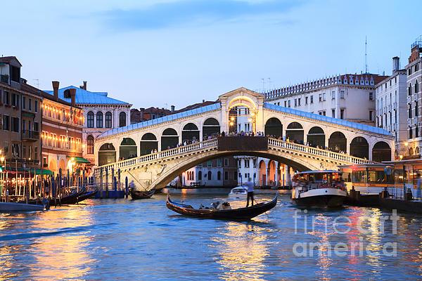 Matteo Colombo - Gondola in front of Rialto bridge at dusk Venice Italy